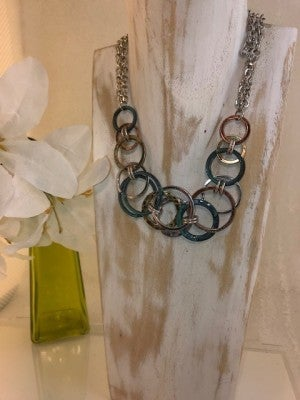 HAMMERED CIRCLE LINKED NECKLACE