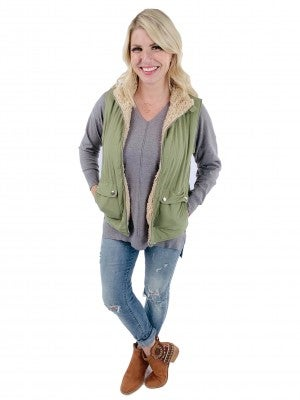 Plus/Reg Reversible Quilted and Shearling Vest with Pockets (Multiple Colors)
