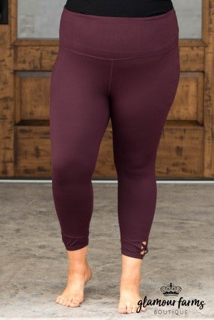 **Daily Deal** Cut-Out Detail Active Capri Legging