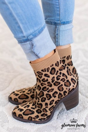 sku11229 | Luckey Stretch Knit Boot