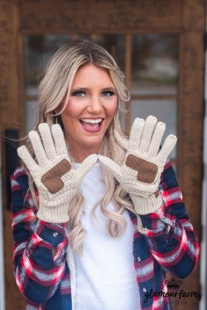 **Doorbuster** CC Beanie Cable Knit Gloves
