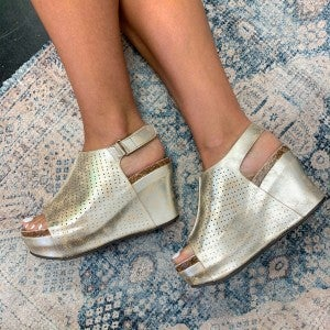 Wild Ways Wedge Gold