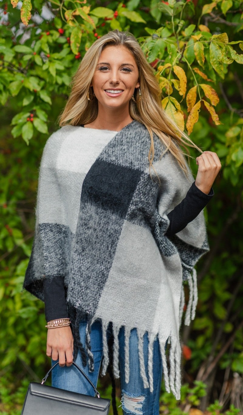 In The Moment Poncho, Black/Grey
