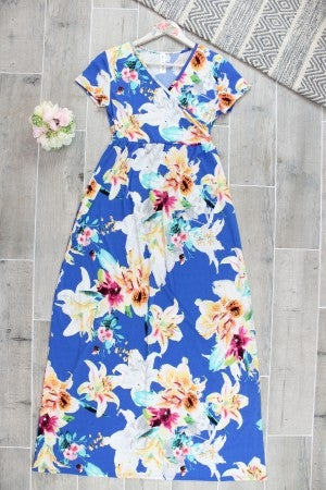 Beautiful Maxi Dress with Contrasting Lilies