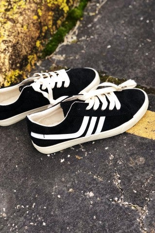 Retro Low Top Sneaker - Black