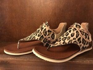 PRE-ORDER: Feel The Breeze Zipper Back Sandals in Leopard