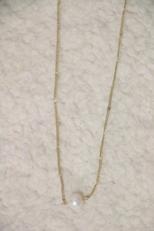 Perfection Short Gold Necklace with Pearl Detail