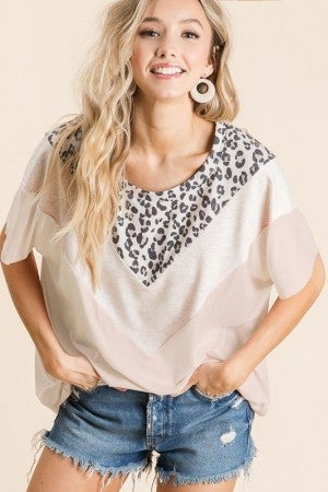 JERSEY KNIT V SHAPE COLOR BLOCK TOP WITH LEOPARD