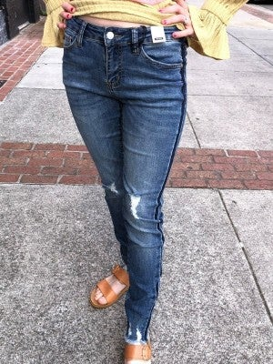 JUDY BLUE SKINNY FIT JEANS WITH DISTRESSED BOTTOM