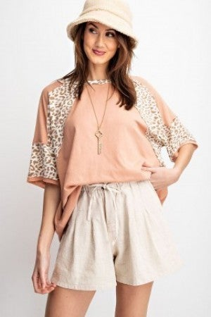 LOOSE FIT ANIMAL PRINT ACCENT TOP