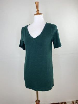 The Classic New V-Neck Tee in Hunter Green