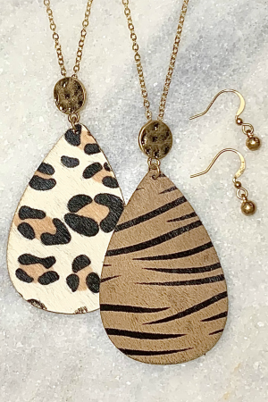 It's A Jungle Out There Necklace Set