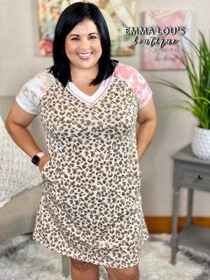 honeyme Short Sleeve Leopard Print V-Neckline Dress with Pockets