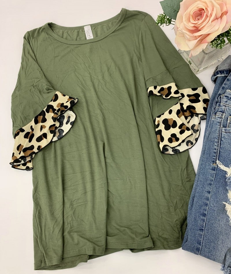 Honeyme- Short sleeve top with leopard print ruffles on sleeve
