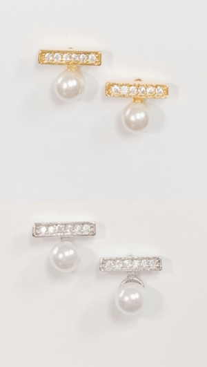 Tiny Pearl with Bar Studs